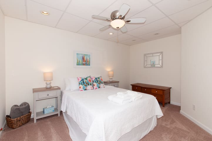 *NEW* Basement Apt GREAT VALUE, COMFY BEDS, CLEAN
