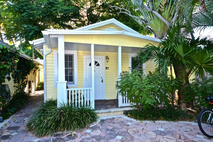 Cozy cottage w/ porch & great walking location - close to beach, small dogs OK!