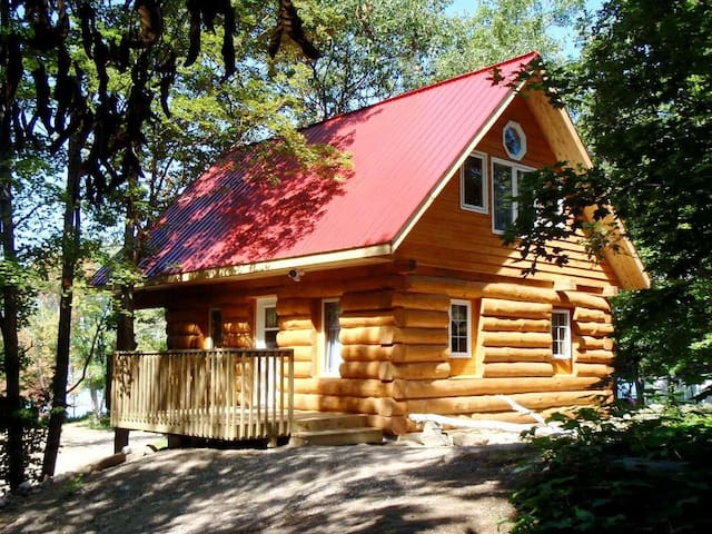 Log Cabin, Springwood Cottages Resort & Marina