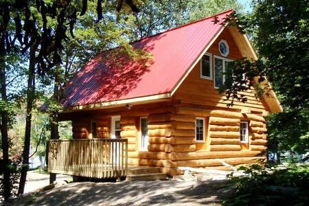 Log Cabin, Springwood Cottages Resort & Marina