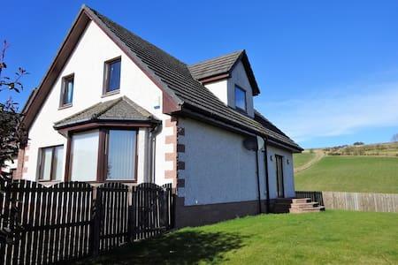 Stunning, Spacious House With Views - Alyth - บ้าน