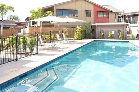Modern 3Bed Townhouse & Pool! - Murarrie