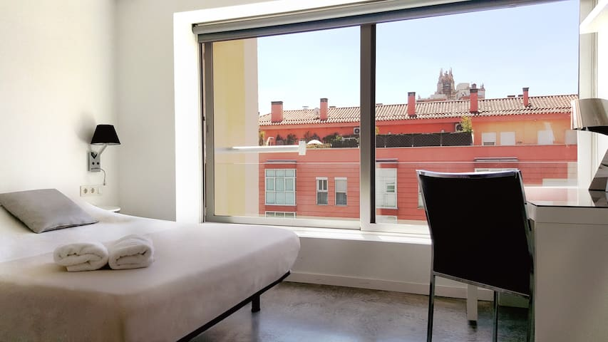 Double room in Chueca, with private bathroom F 09