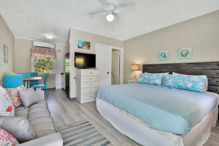 Newly remodeled Beach Studio ,Just steps to beach