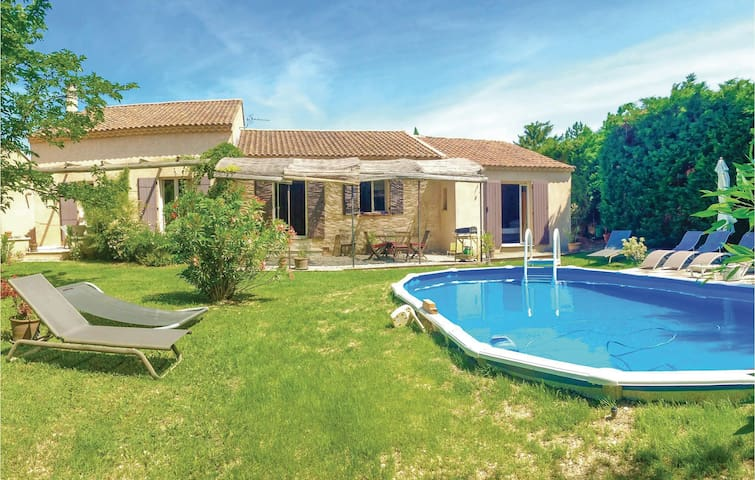 Holiday cottage with 4 bedrooms on 160 m² in Pernes les Fontaines