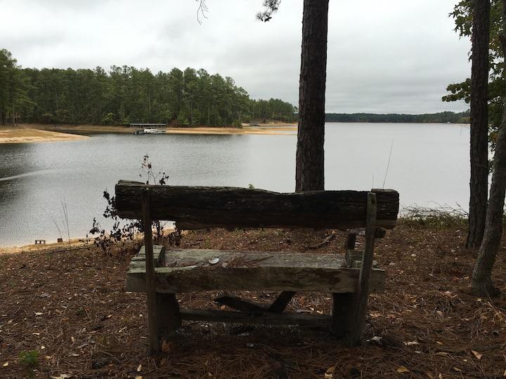 Quiet Lake House Retreat