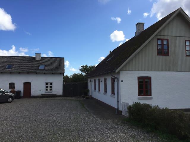 Privat gæste-lejlighed i landlig idyl