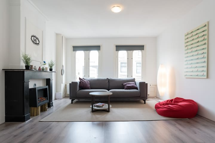 Large double room 5min walking to Dam square!