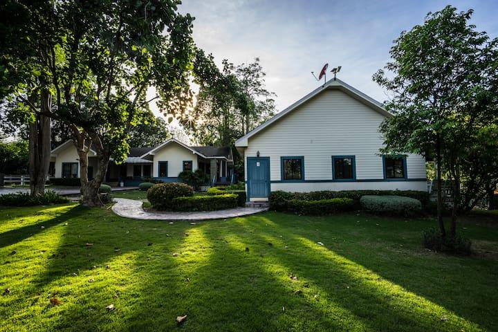 Big Garden 3BR House Bonanza : Villa Pituk4 - ตำบล ขนงพระ - House