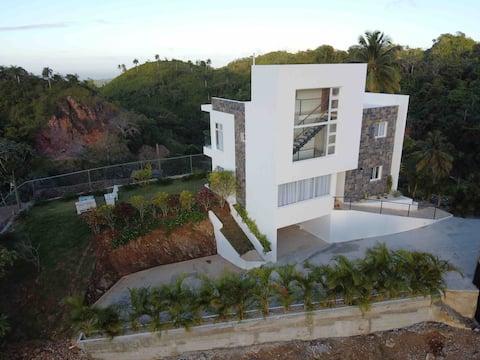 Villa En Las Montañas Con Vista panorámica al mar