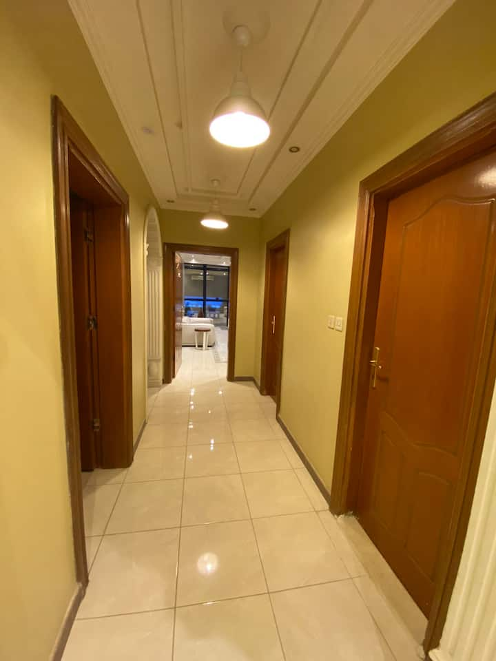 شقة 4 غرف اثاث فاخر وجديد لم تسكن