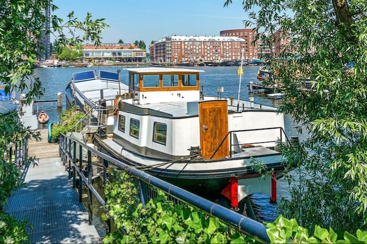 Beautiful private studio on eco friendly houseboat