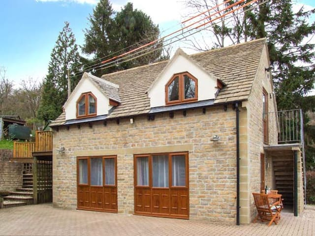 BEECHES STUDIO, country holiday cottage in Cranham, Ref 30299