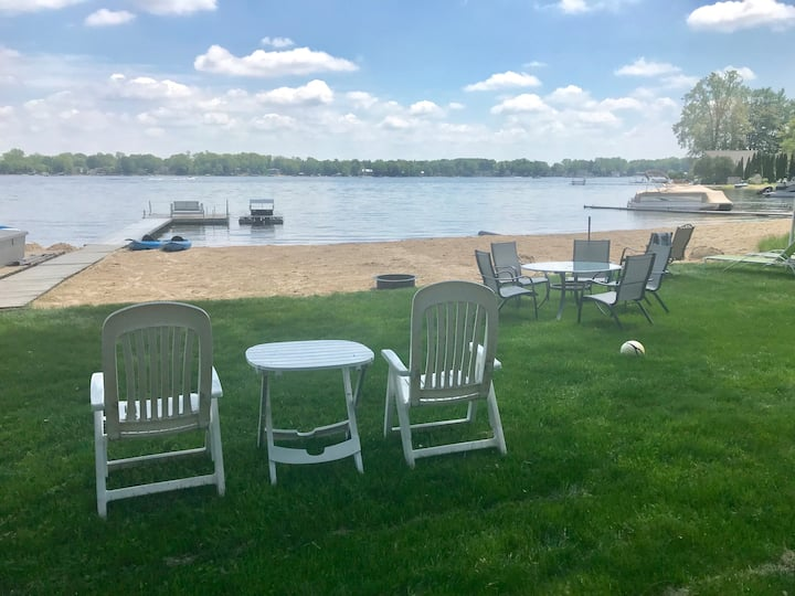 Lakefront House - Beautiful views and large beach