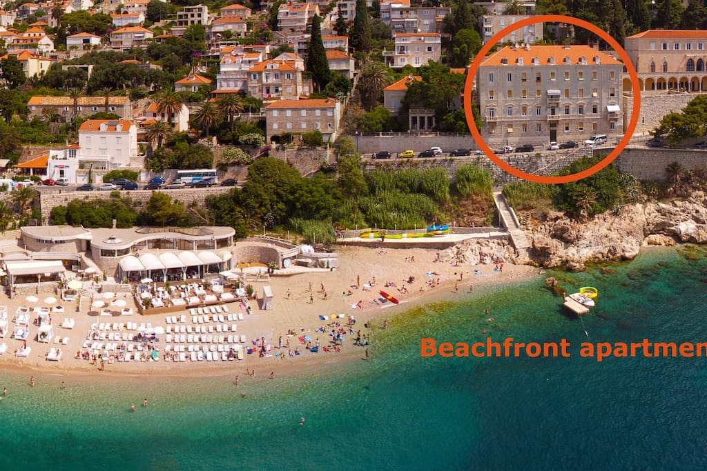Apartment just few meters away from the beach and in walking distance to the Old Town