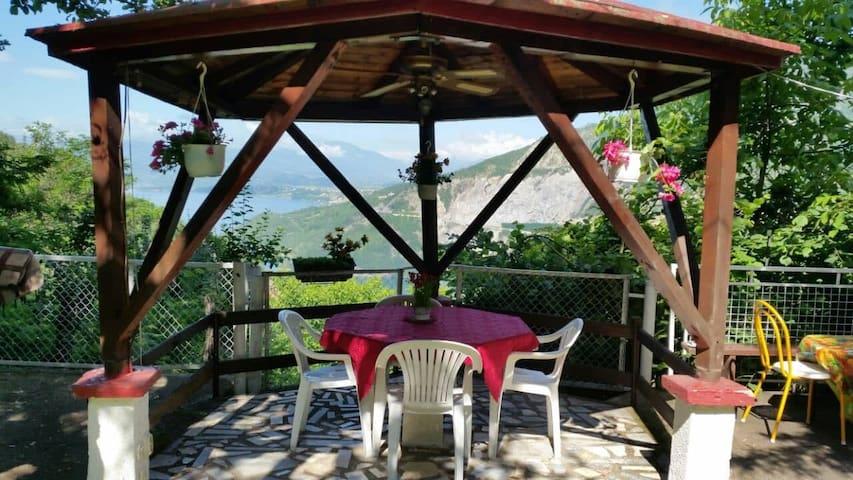 Melnicani, Debar breathtaking view - Bed&Breakfast