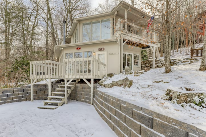 Slopeside Home with WiFi & Stone Wood-Burning Fireplace - Walk to the Lifts!