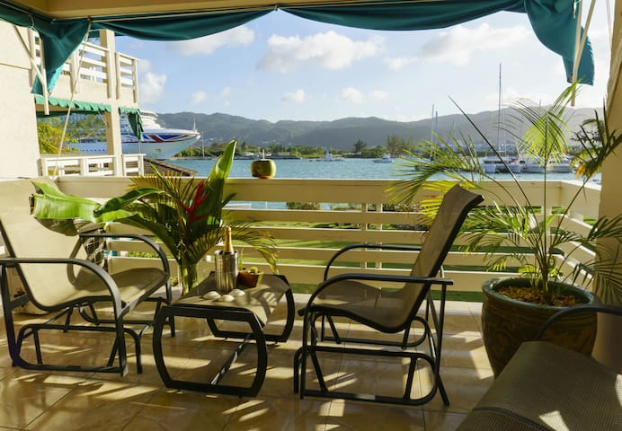 Ocean/Yachtclub View Spacious 2 bed/2 washroom apt - Montego Bay - Apartment