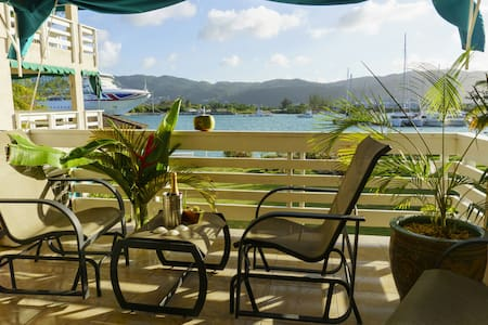 Yacht Club View Spacious 2 bed/2 washroom apt