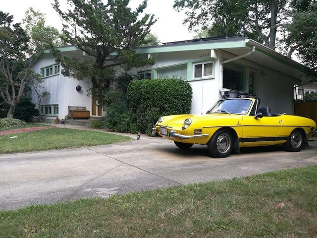 Casa 60s: Mid-century modern home near DC