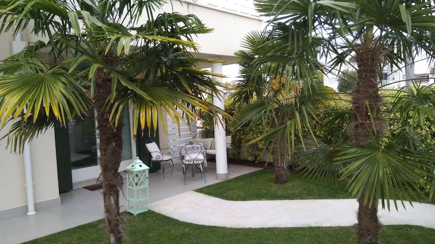Beautiful TownHouse in Jesolo with private Garden
