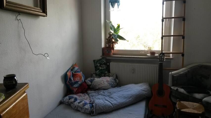 Zimmer in Kunst-WG