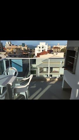 Apartamento com vista p/ o mar na praia de Palmas