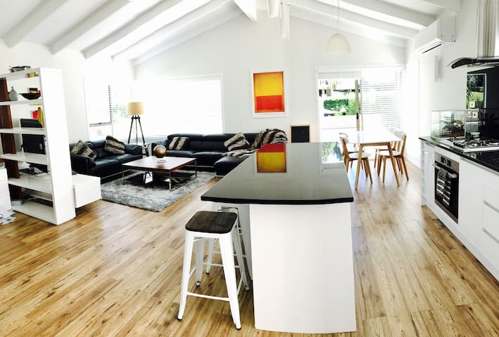 Newly renovated, 3 bedroomed house. - Auckland - Hus