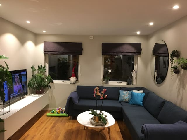Room in shared apartment - come live with us! :)