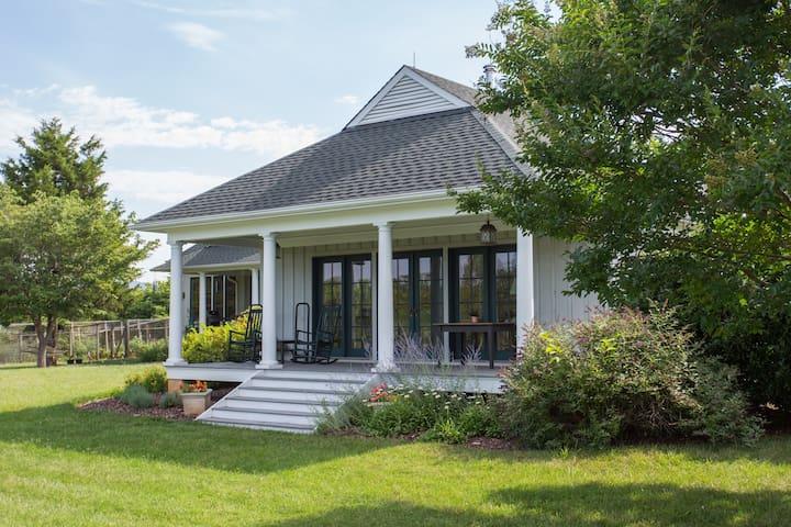 Milton Cottage | Near Monticello, Wine & C'ville