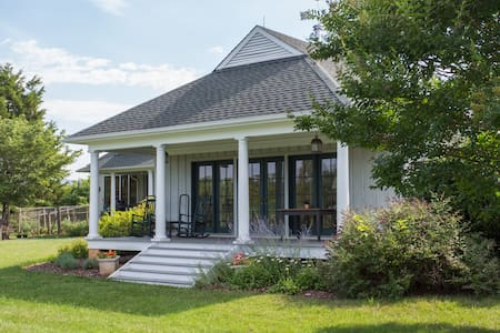Milton Cottage | Near Monticello, Wine & C'ville