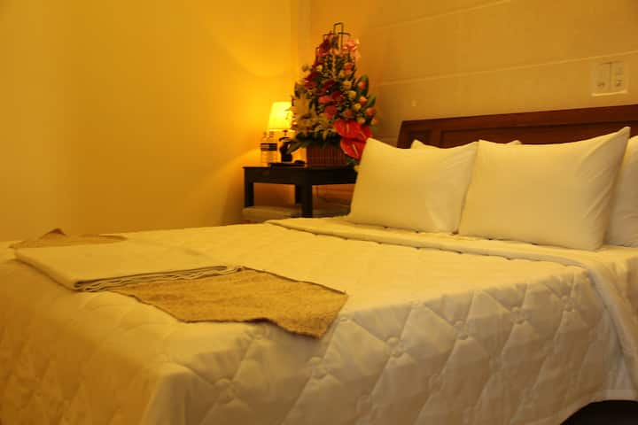 Room with private bath room in Hue city