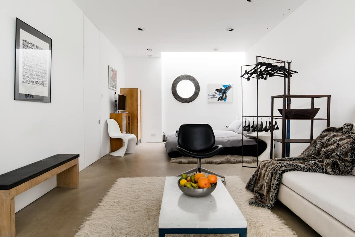 Spacious Guest Suite in Architect-Designed Brockley House