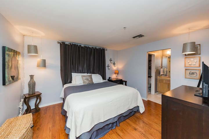 Downtown! Comfy Condo Close to Broadway w/ Pool!