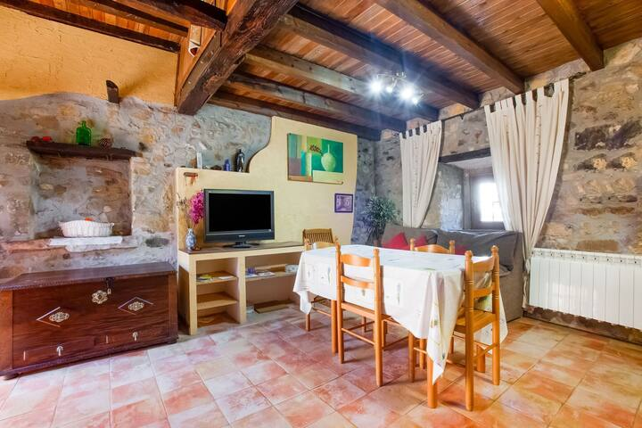 Traditional Holiday Home in Soto del Barco near Seabeach