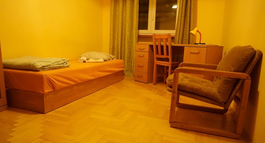 Cozy room in Kazimerz square, center of Krakow! - Krakova - Huoneisto