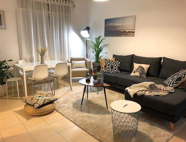 Large cosy room at the best Tel Aviv location