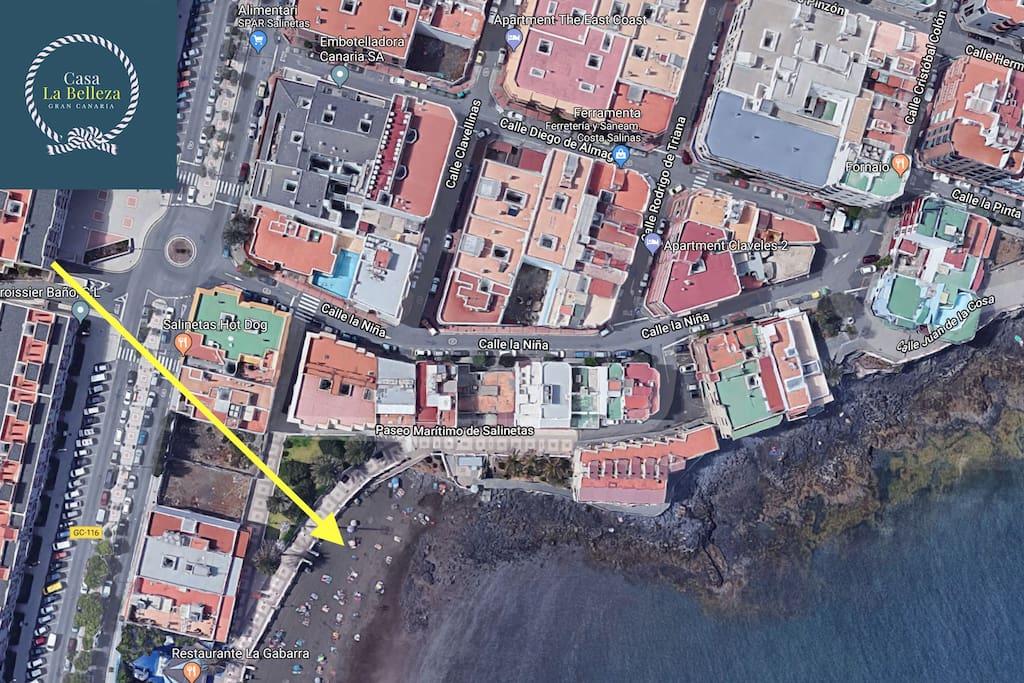 Veduta google Maps: per essere in spiaggia basta attraversare la strada
