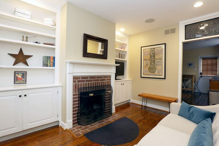Charming Cozy Historic Home! Sleeps 4 with Parking
