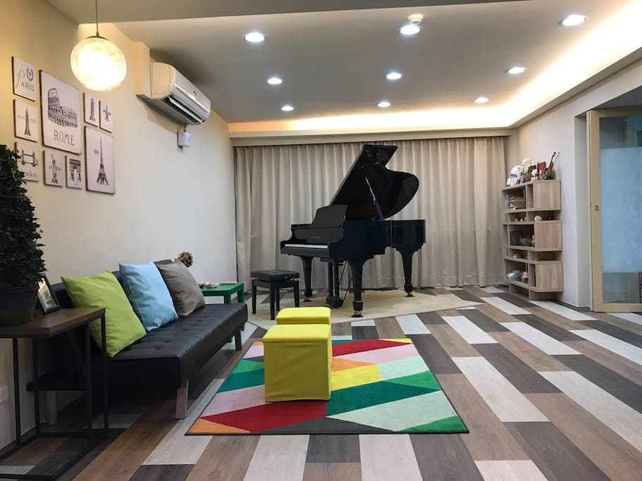 Music house spacious modern 4br baby family piano for Contemporary house music