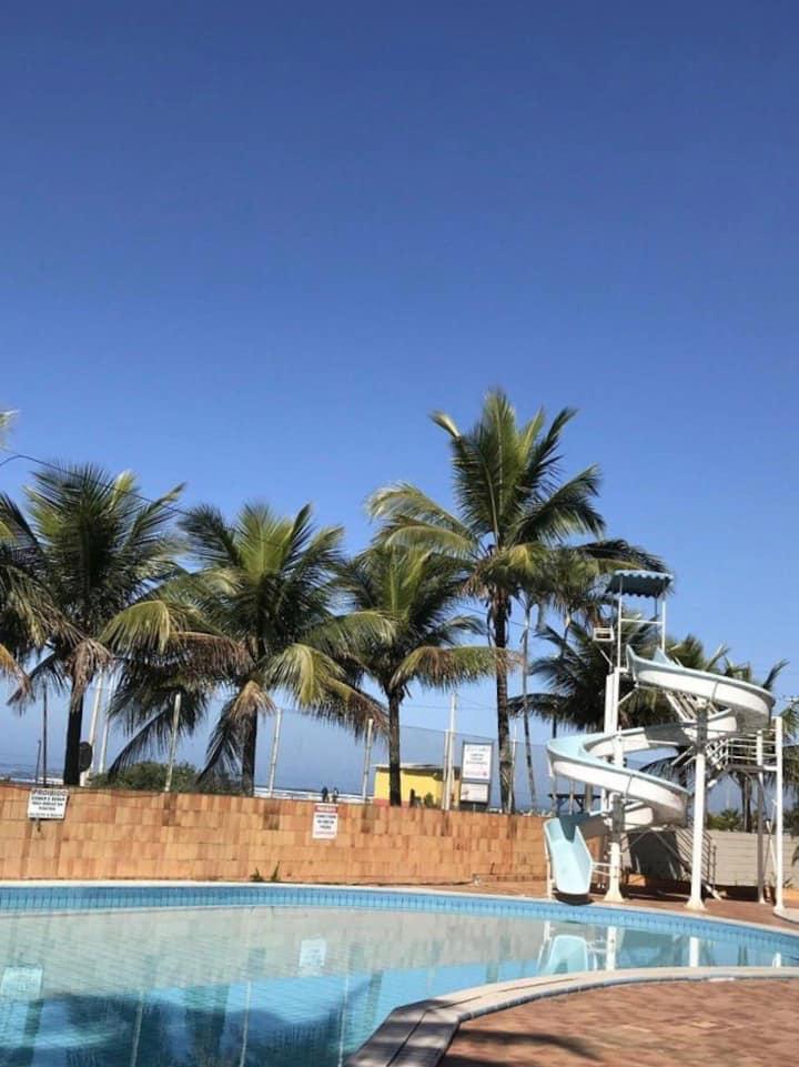 condomínio de frente para a Praia Boraceia