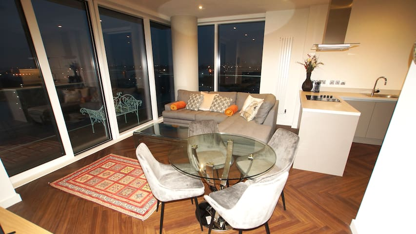BRAND NEW WATERFRONT APARTMENT WITH STUNNING VIEWS
