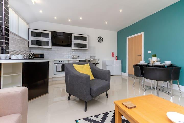 ★Modern 2 bed Apartment ★Spacious★ Nr Blackpool ★