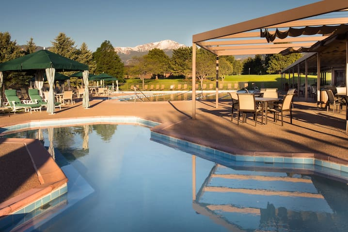 Pool Access + Mountain View | Accessible Cottage in Colorado Springs