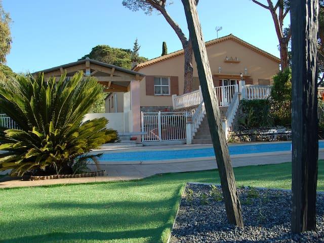 Villa 3*, piscine, plage à pied