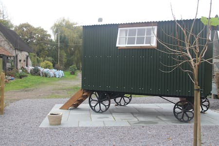 Brook Farm Shepherds Hut - Somerset - Cabana