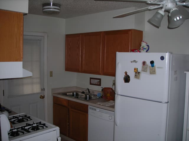 Good environment and near to the mall and other .. - Coralville - Apartment