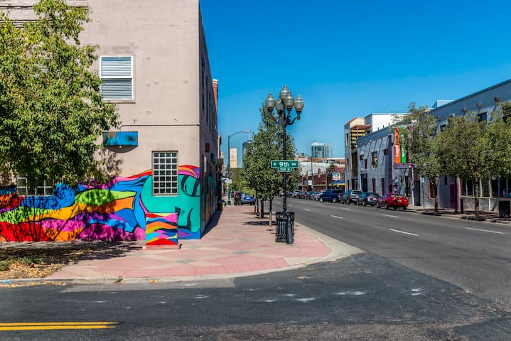 420 Friendly___Santa Fe Art District Loft - Denver - Loft