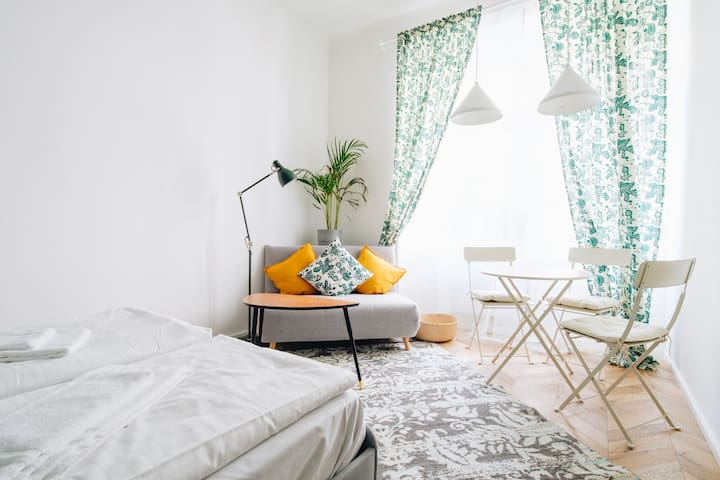 Hip Apartment near Schönbrunn with  Self Check-in