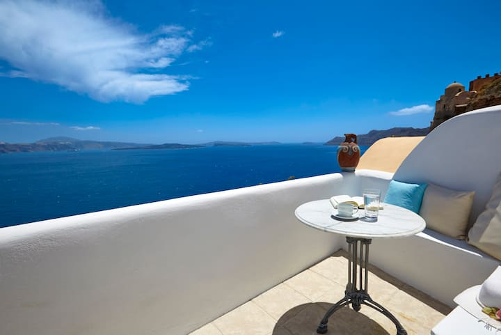 Amaya Sentiment Villa with Caldera View